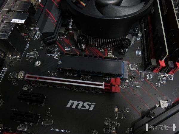 M.2 SSD マザーボードに取り付け